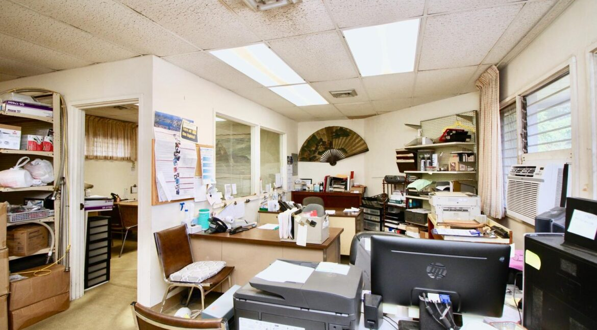 451022-Kamehameha-Hwy-large-028-041-Offices-Upstairs-1500x1000-72dpi